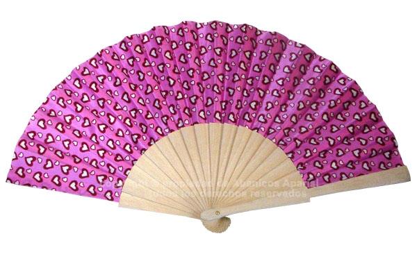 524 – Fan in natural wood, hearts print 1 side