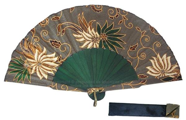 8008 – Handcrafted Wooden Fan